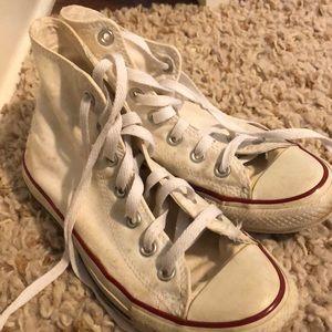 Size 5/Women's 8 Hightop White Converse